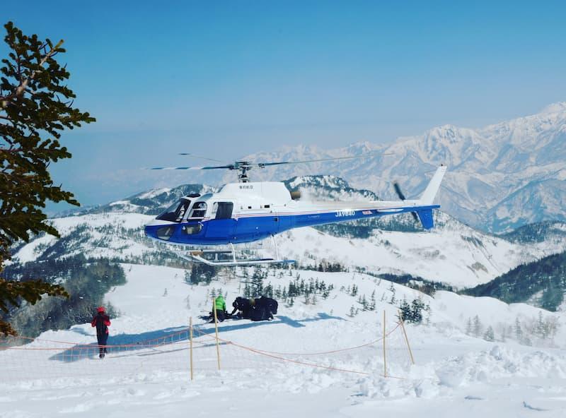 栂池高原スキー場のヘリスキー